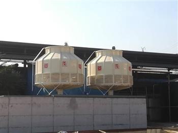 火电厂内的工业冷却塔